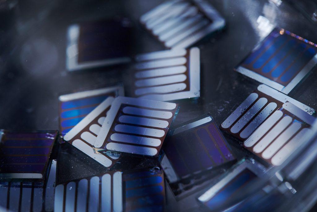 비(非)풀러렌 물질로 만든 광활성층을 적용한 유기 태양전지는 고효율을 보인데다 상용화 공정에 유리하다. | 사진: 김경채
