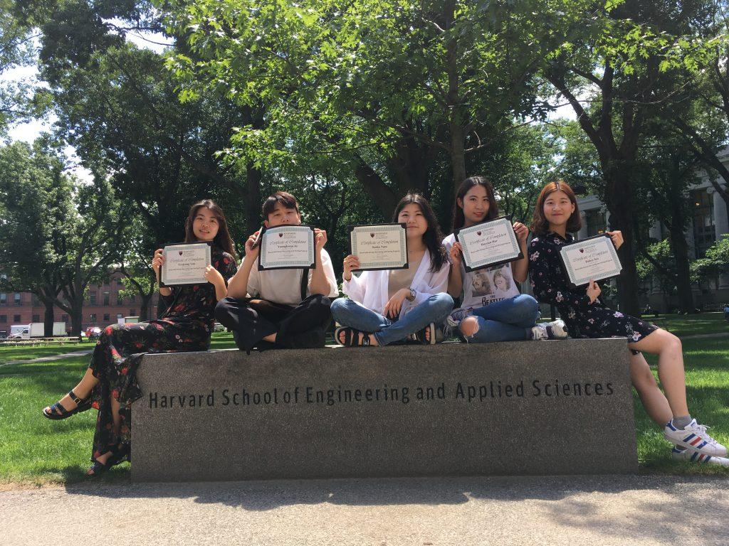 UNIST에서 이번 프로그램에서 참가한 학생들. 왼쪽부터 윤여정, 조영환, 남정은, 허다연, 서다혜 학생.