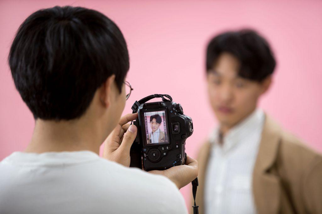 풍경보다 인물 사진에 관심을 가진 이유는 인물들의 표정과 태도에서 드러나는 생동감 때문이다. | 사진: 안홍범