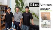 투명 전도성 나노막을 개발한 UNIST 연구진. 왼쪽부터 강세원 연구원, 고현협 교수, 조승세 연구원.   사진: 김경채