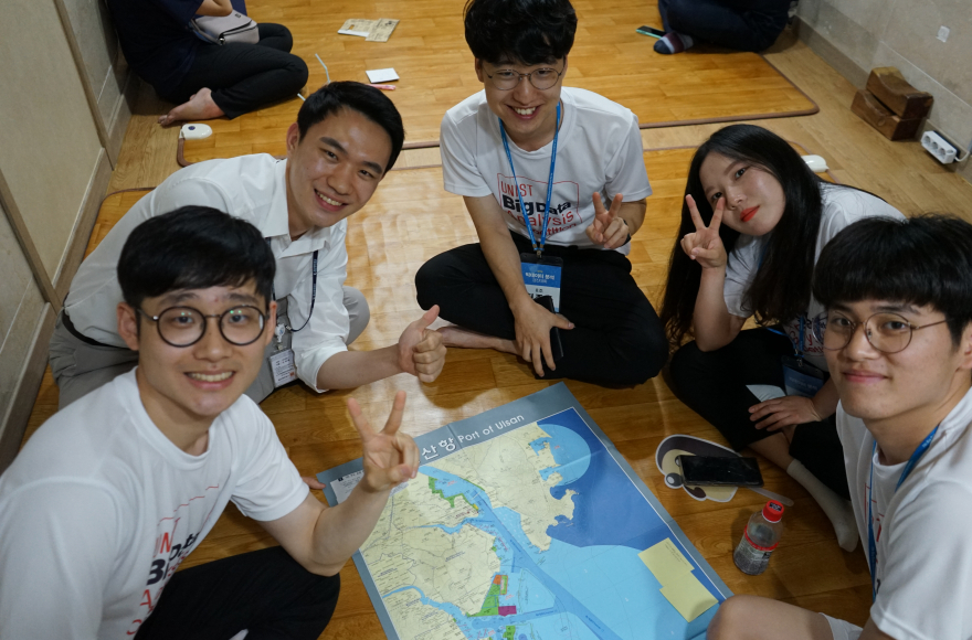 참가자들은 팀을 꾸려 프로젝트를 수행했다 | 사진: 융합경영대학원