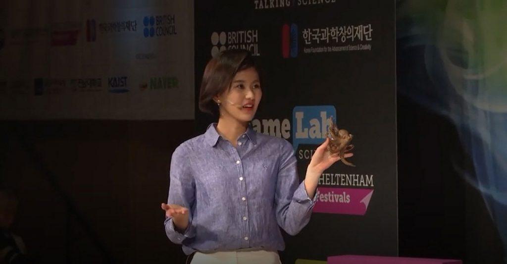 송현서 학생은 2018페임랩코리아에서 '문어 같은 로봇'이라는 주제로 발표했다.