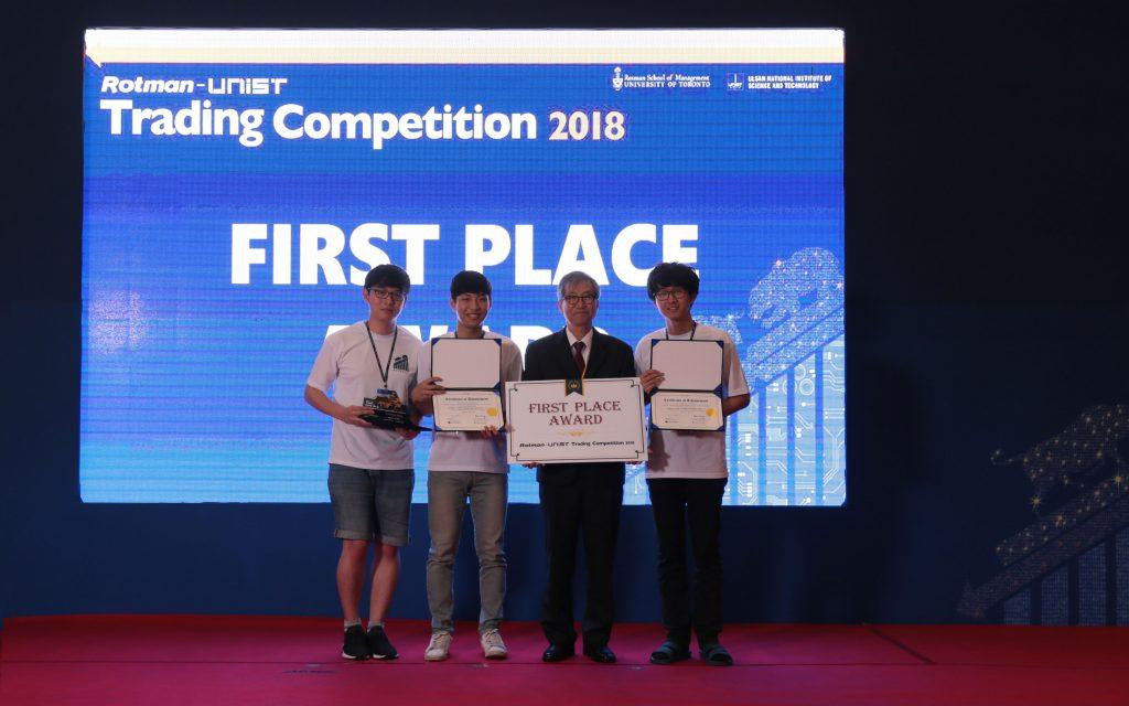 'U-Traders'팀이 1위를 차지했다. 팀을 구성한 이재성, 노상환, 김민규 학생은 모두 UNIST 학생이다.