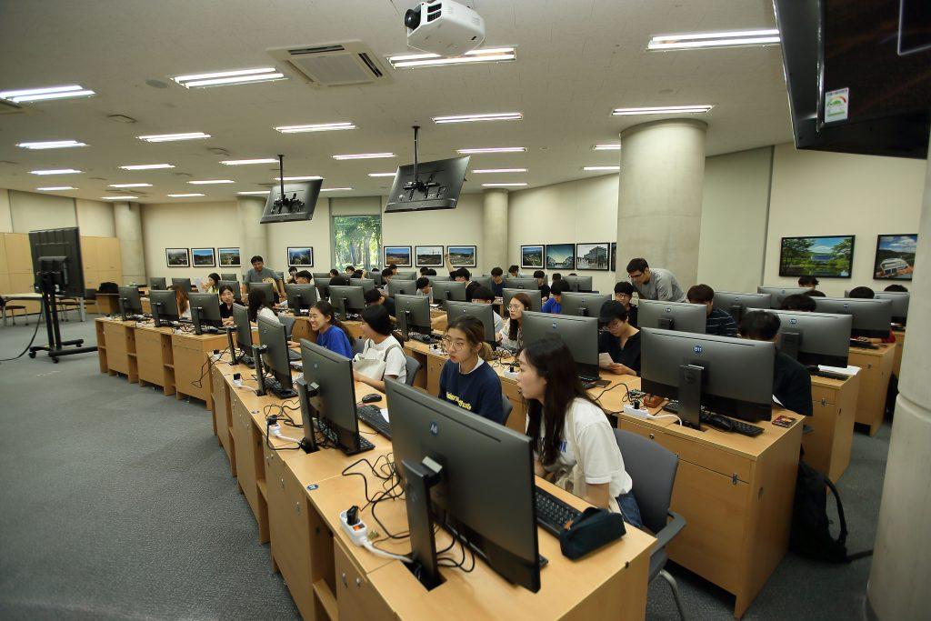 인공지능 프로그래밍 수업이 진행되고 있는 AI Lab의 모습 | 사진: 김경채