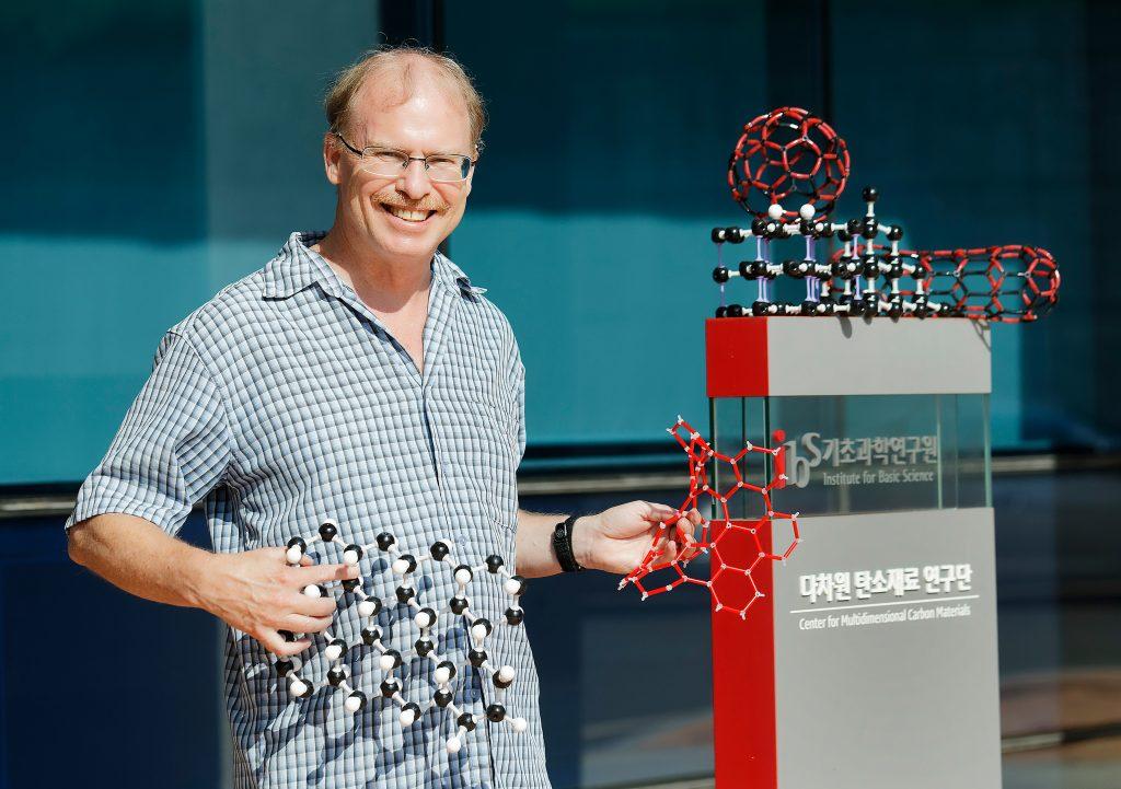 노벨상 수상 예측 명단에 오른 로드니 루오프 자연과학부 특훈교수. | 사진: 김경채