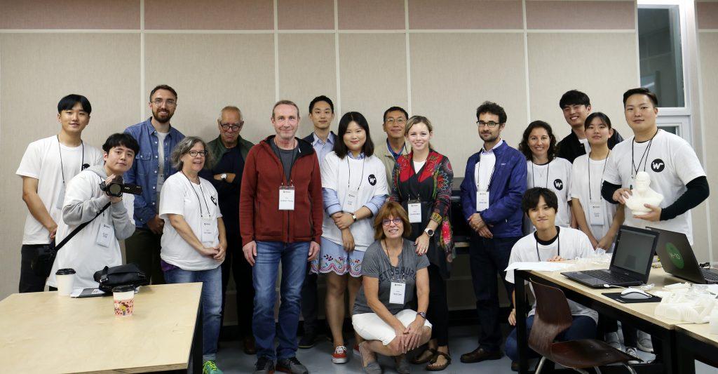 부산외국인학교와 동아시아 지역(중국, 필리핀, 한국 등) 교사들과 관련 업계 종사자 및 UNIST 디자인 및 인간공학부 구성원들이 단체 사진을 촬영했다.   사진: 제임스 셀프 교수 제공