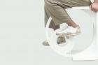 디자인-작품-사이클-스툴-스쿨디를-페달로-굴리며-운동하는-장면.jpg