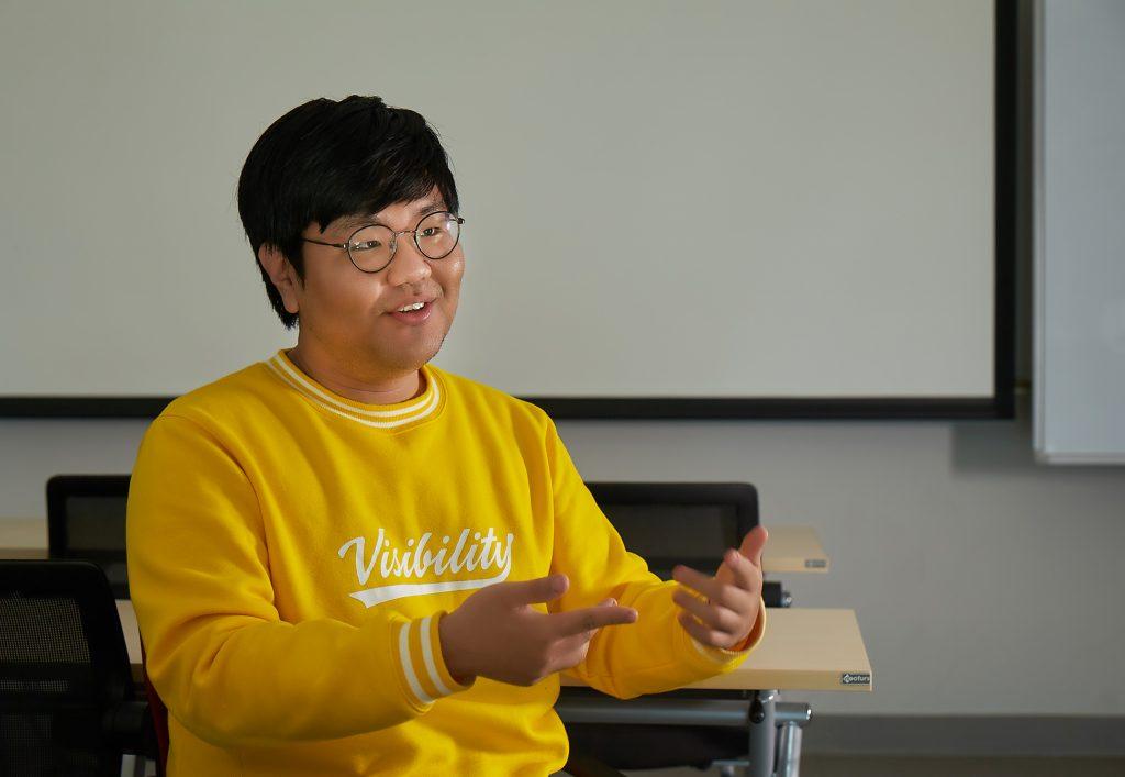 신예철 학생이 극지 전문인력 양성프로그램에 대해 설명하고 있다. | 사진: 김경채