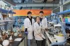 유기-반도체-특성을-높인-UNIST-연구진_왼쪽부타-이상면-강소희-조용준-연구원.jpg