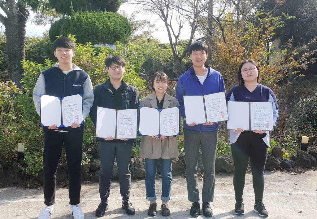 왼쪽부터 조동진, 김영준, 강유진, 심성문, 신민소 학생의 모습. |사진: 조동진 제공