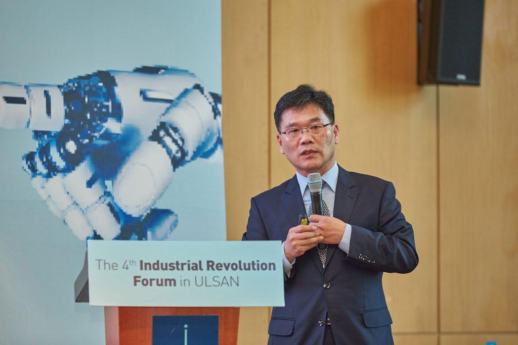 최세호 포스코 스마트팩토리 단장은 포스코의 스마트팩토리 전략과 철강소 내 AI 기술에 관해 발표했다. | 사진: 김경채