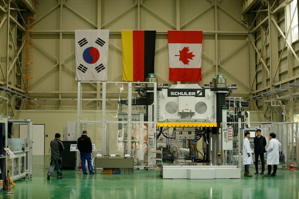 연구센터 내에는 고속성형 기술 연구를 위한 첨단 장비가 구축됐다. | 사진: 김경채