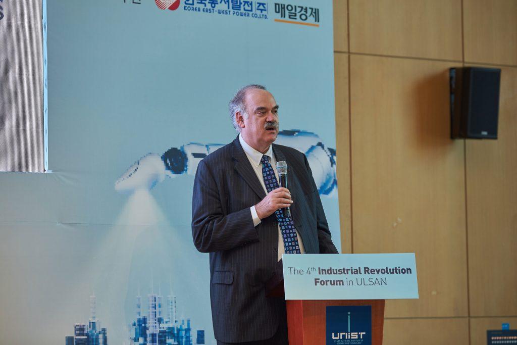 리차드 솔리(Richard M. Soley) IIC 사무총장은 IIC의 테스트 베드를 활용한 혁신 가속화에 대해 설명했다. | 사진: 김경채