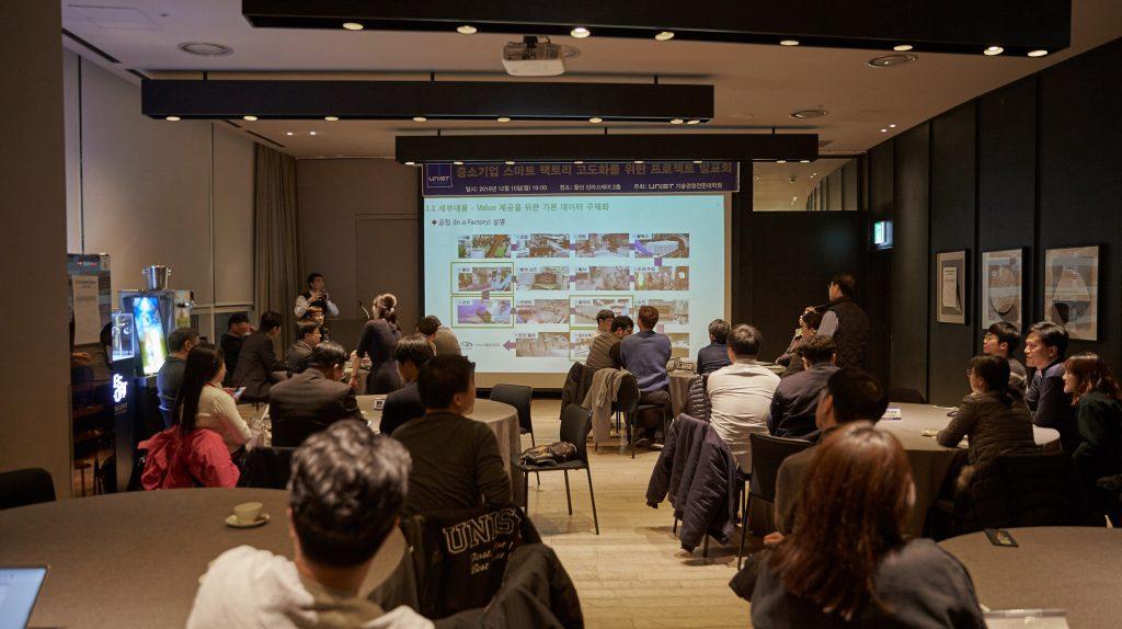 (주)네오넌트의 주요 생산 공정을 설명하는 장면. | 사진: 김경채