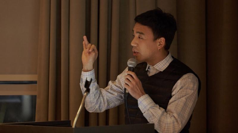 기술경영전문대학원에 재학 중인 정천환 씨가 (주)네오넌트의 스마트팩토리 고도화를 위한 전략을 소개하고 있다.   사진: 김경채
