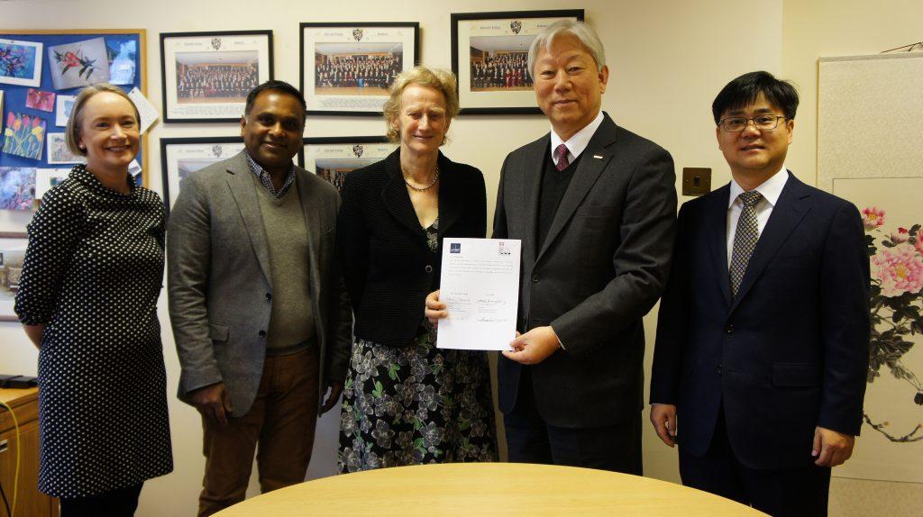 10일(월) 오후 1시 케임브리지대학교 처칠칼리지에서 업무협약이 체결됐다. | 사진: 서홍원