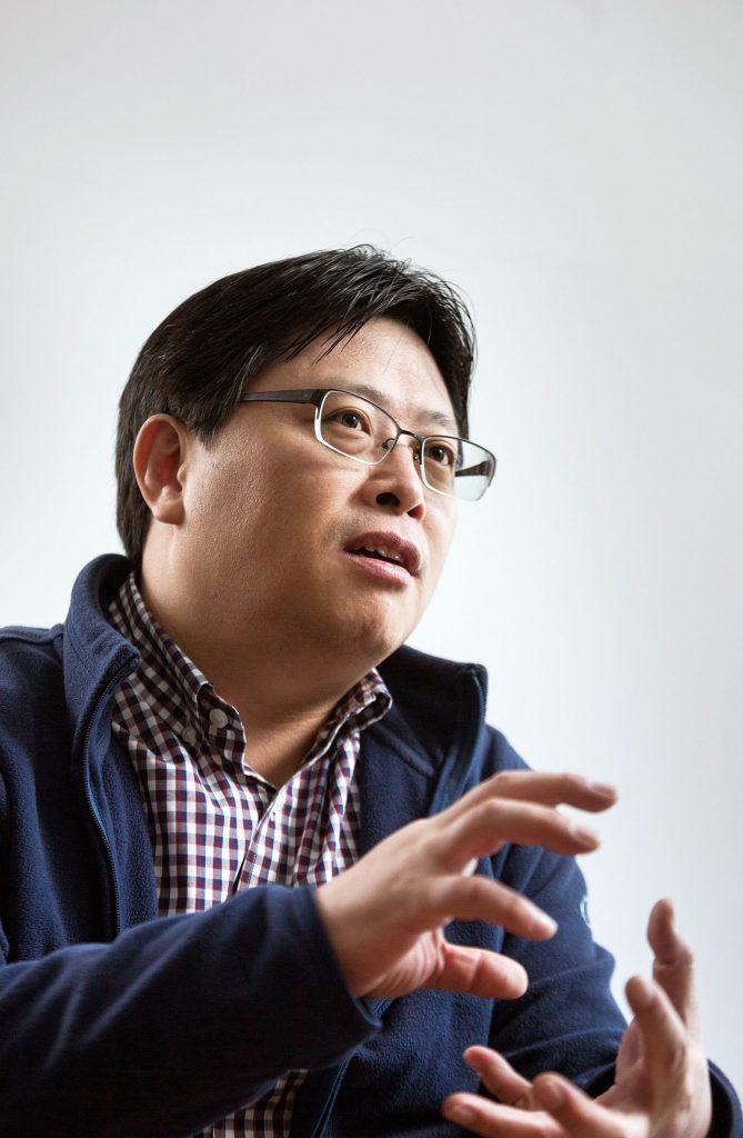 유자형 교수는 나노전달체를 이용해 항암제를 전달하는 방법을 연구하고 있다. | 사진: 안홍범