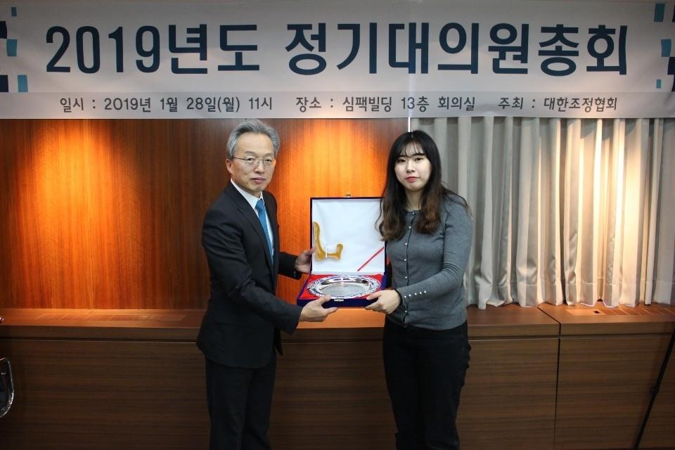 UNIST 조정부가 생활체육부(여) 우수단체상을 수상했다.   사진: UNIST 조정부 제공