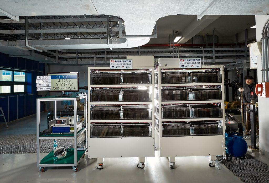 동서발전에 설치된 10kW급 해수전지 ESS의 모습. | 사진: 김경채