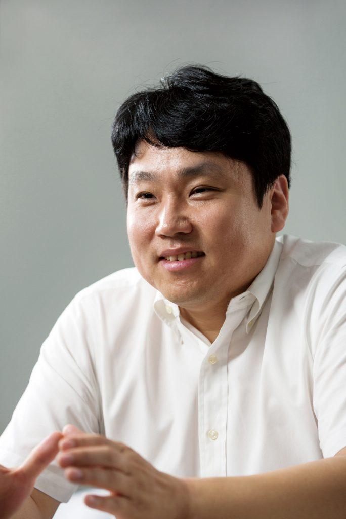 유니브레인을 통해 새로운 반도체의 미래에 도전하고 있는 김경록 교수. | 사진: 안홍범