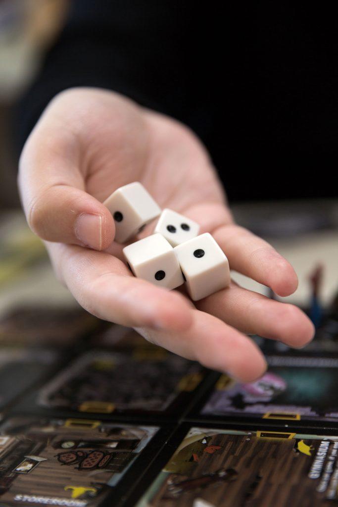 손으로 마주하는 보드게임엔 컴퓨터 게임과 다른 색다른 매력이 있다. | 사진: 안홍범