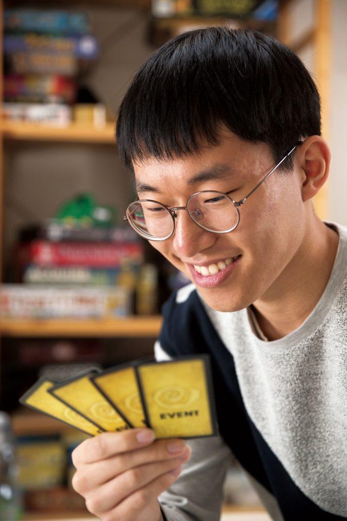 '수담'은 바둑의 별명이지만, 손으로 마주하는 보드게임 또한 수담이라 표현할 수 있다. | 사진: 안홍범