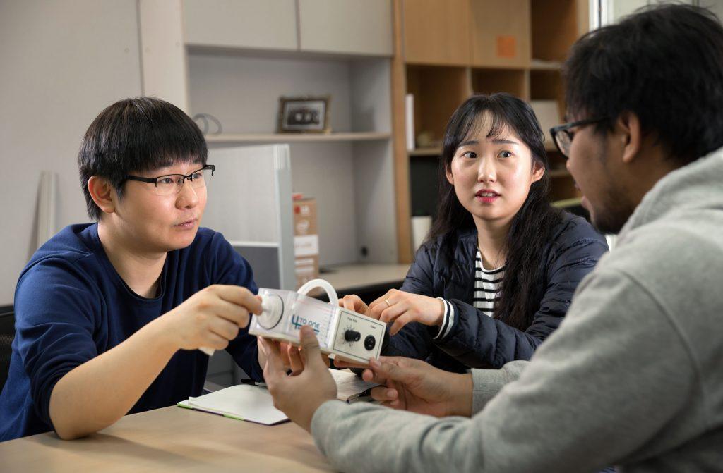 연구의 현황을 논의하고 연구센터의 주요 과제 진행상황을 공유하는 회의는 서로의 성장에 큰 도움이 된다. | 사진: 안홍범