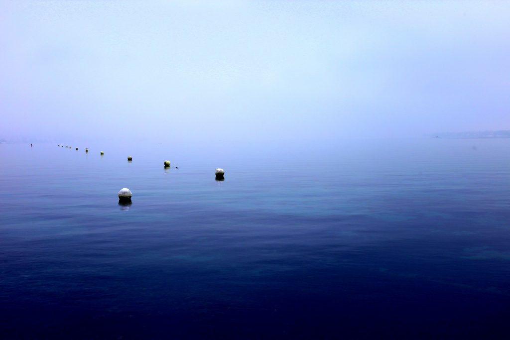 바다 위에 설치된 부이의 모습. | 사진: pixabay