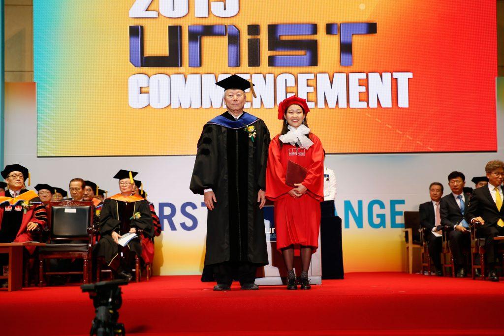 이수민 디자인 및 인간공학부 학생이 경남은행상을 받았다. | 사진: 김경채