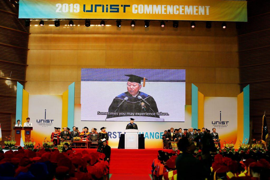 정 총장은 졸업생들에게 '성장마인드셋'을 갖고 도전에 나서줄 것을 부탁했다. | 사진: 김경채