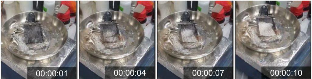 10초 만에 제작되는 탄소섬유-금속 전극의 모습