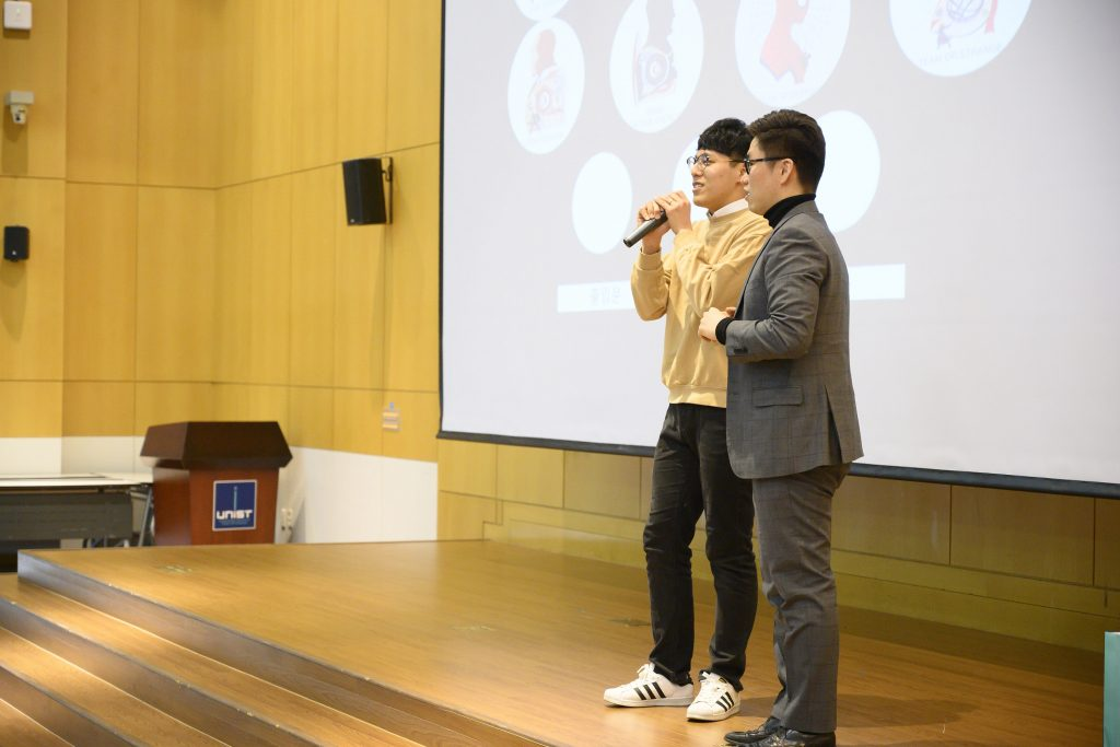 경품추점도 진행돼 많은 동문들이 행운을 안았다. | 사진: 김홍민