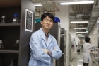 Prof.-Park-posing-in-his-lab-at-UNIST.jpg