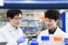 Prof_-Byung-Soo-Kim_and_Researcher-Cho.jpg