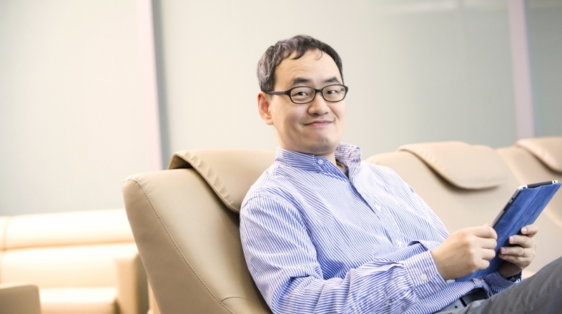 Prof. Chang Hee Joo (School of Electrical and Computer Engineering), posing for a portrait at his office.