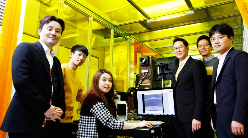 From left are, Prof. Jang-Ung Park (School of Materials Science and Engineering), Researcher Sungwon Kim (School of Materials Science and Engineering), Researcher Joohee Kim (School of Materials Science and Engineering), Prof. Franklin Bien (School of Electrical and Computer Engineering), Dr. Kookjoo Kim, and Prof. Sung You Hong (School Chemical Engineering).