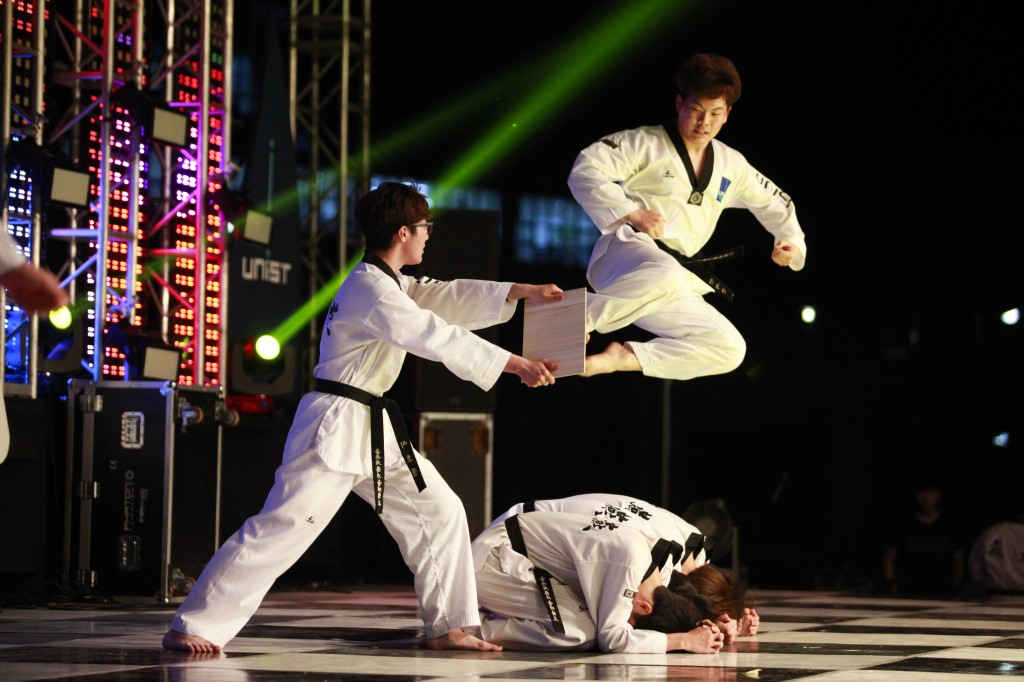 "Performance by the UNIST Taekwondo community ""Biyeon"" on the eve of the 2015 UNIST Spring Festival on Friday, May 9, 2015."