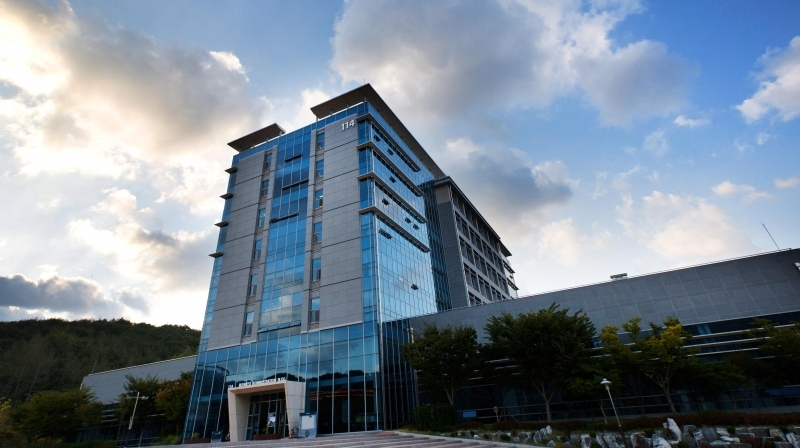 In conjunction with the Ministry of Trade, Industry and Energy (MOTIE) of South Korea, UNIST will provide world-class education to support the development of R&D management experts. The image shown above is the Business Administration Building, UNIST.