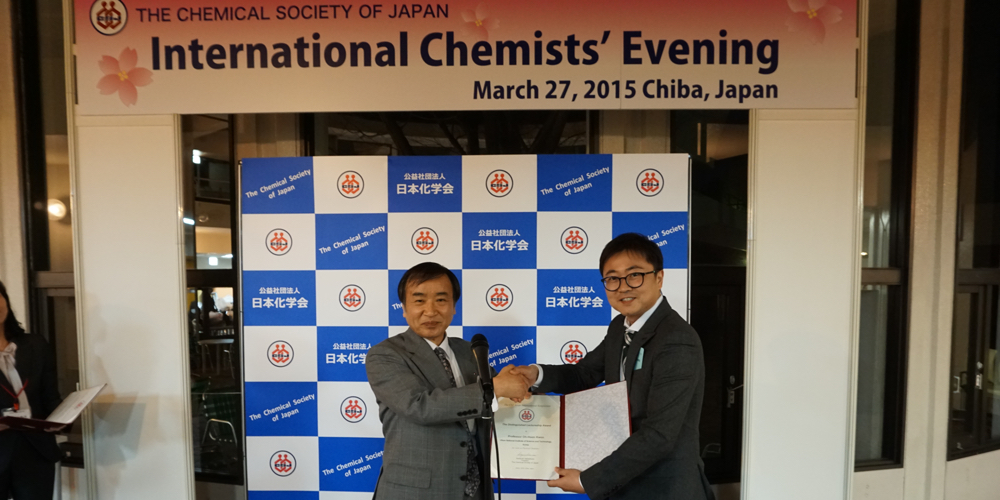 Prof. Oh-Hoon Kwon (School of Natural Science) at the International Chemists' Evening at Chiba, Japan.