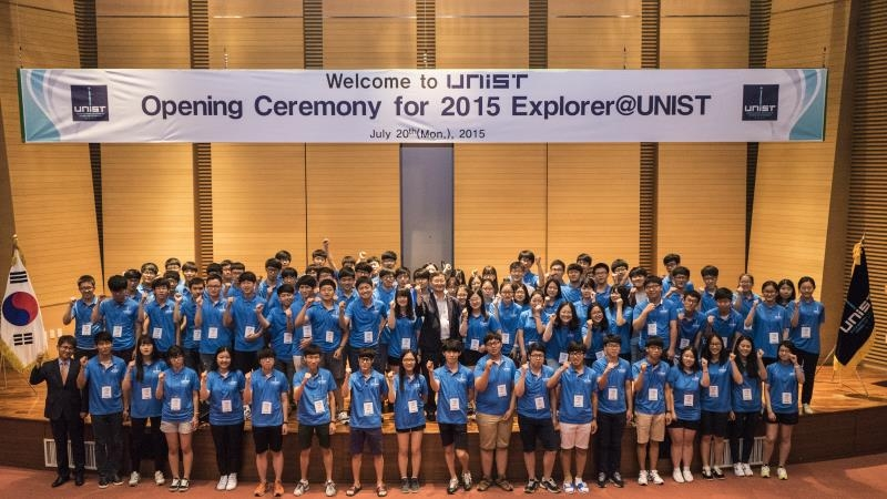 Attendees of the 2015 Summer Explorer@UNIST, held from July 20 through 24, 2015 are posing for a group photo at the opening ceremony.