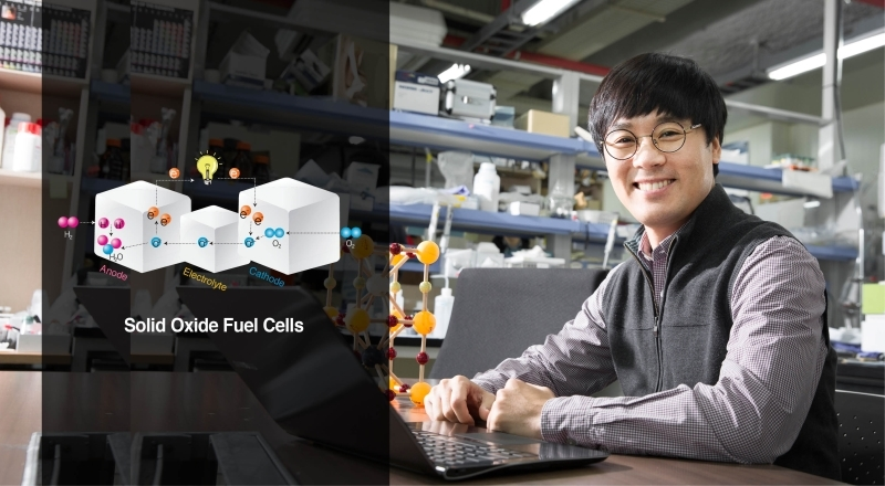 Prof. Guntae Kim (School of Energy and Chemical Engineering) is posing for a portrait at his lab.