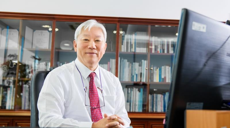 New President Dr. Mooyoung Jung sits in his office on his first day of work at UNIST, September 28th, 2015.