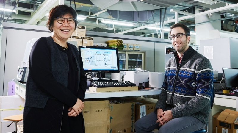 Prof. Mi Hee Lim of Natural Science (left) and her student, Jeffrey S. Derrick (right) are posing for a portrait at their lab, UNIST.