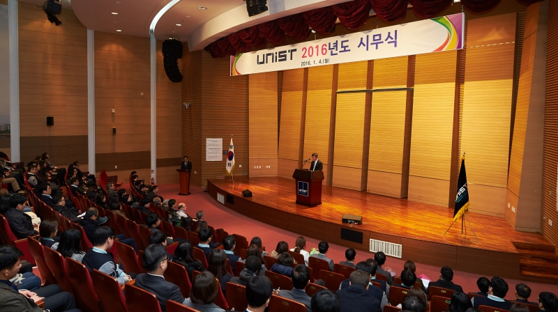 The New Year Kick Off Meeting was held in the auditorium, UNIST KyungDong Hall to celebrate the start of 2016.