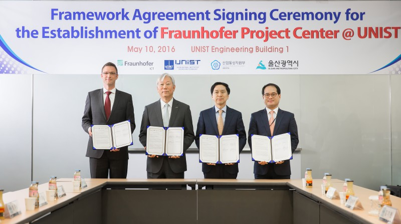The official signing ceremony of the framework agreement for the establishment of Fraunhofer Project Center for Composites Research took place at UNIST on May 10th, 2016.
