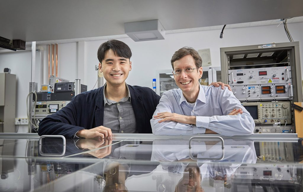 UNIST researchers have developed a new laser measurement technology for molecular research. (from the left) Ph.D candidate Jong Chan Lee and Professor Thomas Schultz