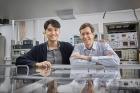 연구진-분자-연구를-위한-새로운-레이저-측정기술을-개발한-UNIST-연구진_왼쪽부터-이종찬-연구원과-토마스-슐츠-교수.jpg