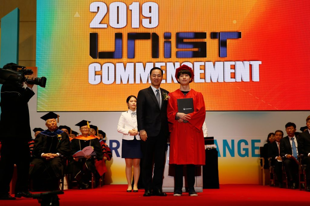 JuHyun Kim received the Minister of Science and ICT Award by Assistant Minister Wonki Min