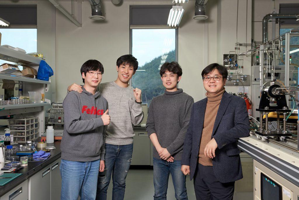 연구진-왼쪽부터-홍석모·김광우·윤성인-석박통합과정-연구원과-신현석-교수