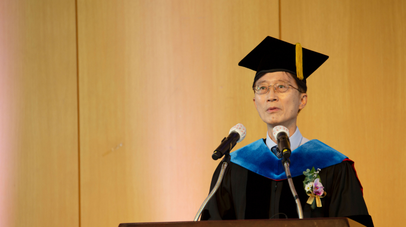 """Remarks by President Yong Hoon Lee: """"Remember to take an active role in society!"""""""